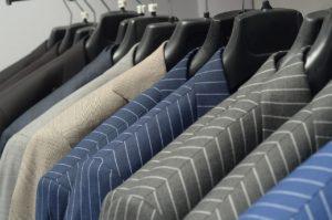 מבחר של בגדים
