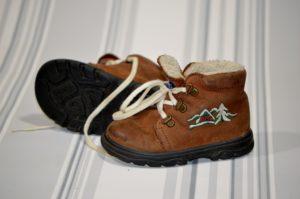 זוג נעליים אופנתיות