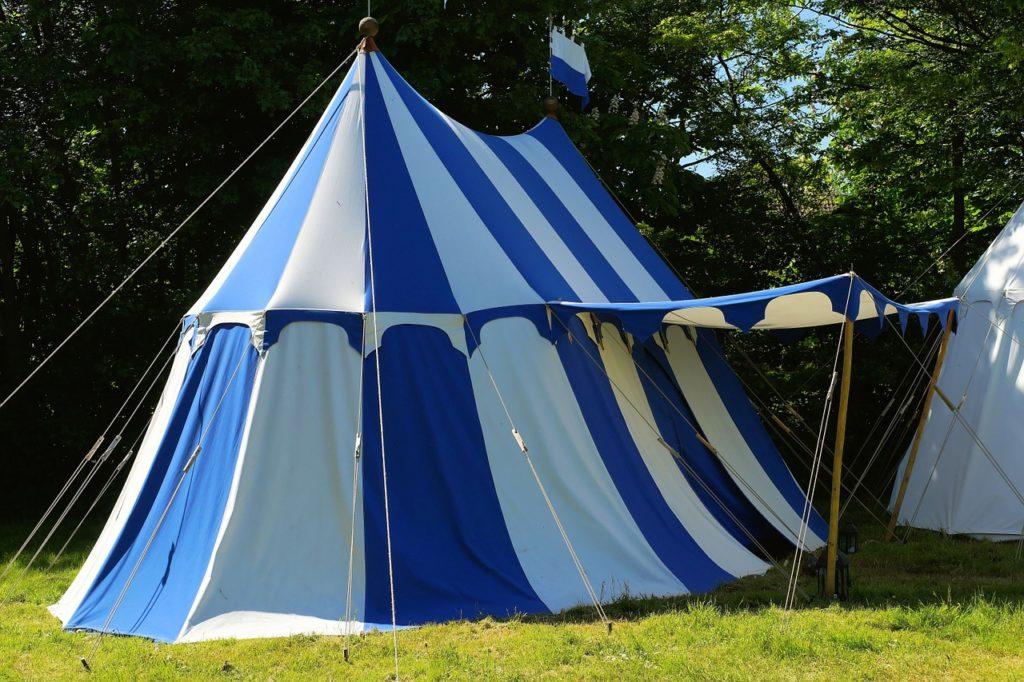 כל הדרכים להתארגן על אוהל מושלם לאירוע שלך